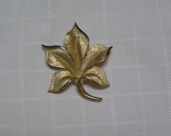Crown Trifari brushed gold tone leaves shiny gold tone trim leaf brooch