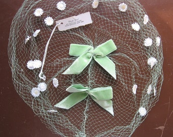 Vintage Birdcage Veil with Original Tag - Green Netting with Daisies - 1960s Spring Fascinator Bridesmaid, Bride