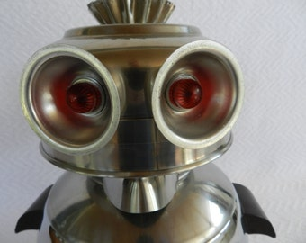 Big Eyed Owl- Robot Assemblage- Junk Art- Found Object Robot