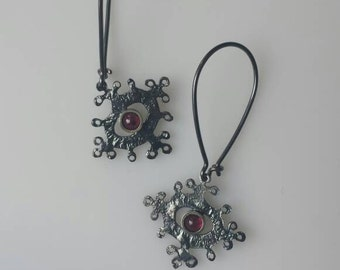 OOK black snowflake silver dangle earrings with red garnets