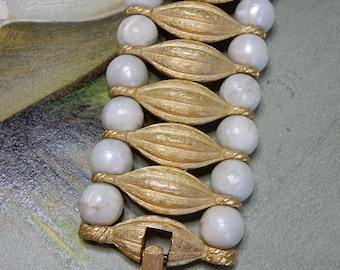 CROWN TRIFARI Signed Pearl & Rhinestone Gold Link Bracelet