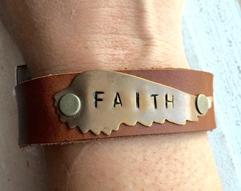 FAITH Wing Leather Cuff brown