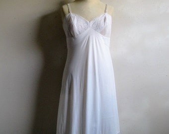 50OFF Vintage 1970s Lace Full Slip VANITY FAIR White Lace Chiffon Undergarment Small 36
