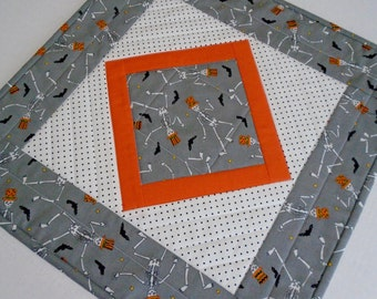Halloween Quilted Table Topper, Quilted Table Mat, Dancing Skeletons, Bats, Halloween Table Decoration, Halloween Quilted Table Runner