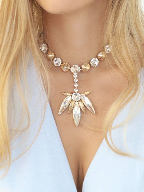 pretty stone statement neckalce