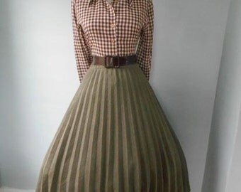 VINTAGE 1950s 1960s Taupe Olive Brown  Accordion Style Pleated Full Skirt