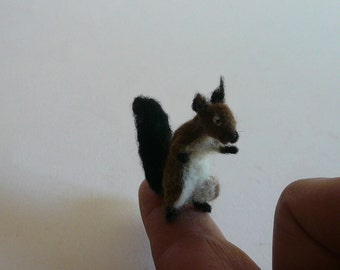 Needlefelted  Tiny Squirrel /Tiny Red Squirrel/Miniature/Needlefelted Squirrell/ OOAK/  Needle Felted Animal/ Handmade/ Soft sculpture