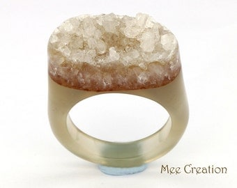 RI01011011) Clear Agate Druzy Ring