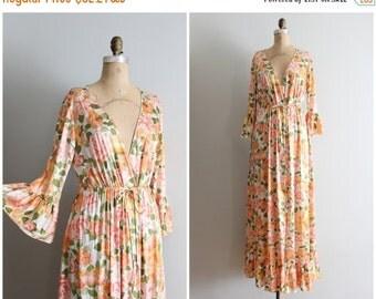 20% SALE vintage 60s Vanity Fair peach floral dressing gown - ladies vintage lingerie / 1960s maxi gown - floral print nylon robe / silky ro