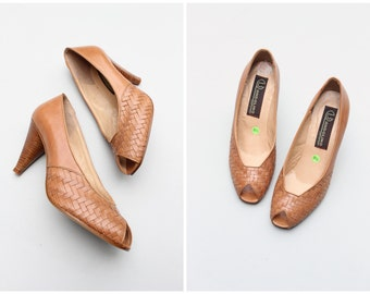 deadstock 1980s peeptoe heels - tan leather woven shoes / Bandolino shoes - vintage 80s ladies heels / Made in Italy - ladies 8.5 1/2 B
