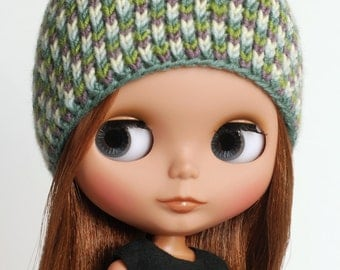 Over the hills - knitted hat for Blythe with mosaique pattern