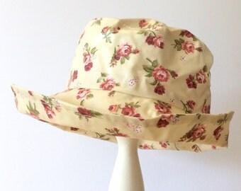 PVC Rain hat in Roses Roses