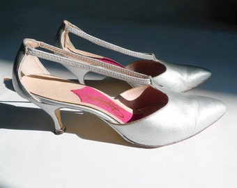 iconic Schiaparelli silver open sided d'orsay pumps with pointed toes and kitten heels . vintage 1950's . size