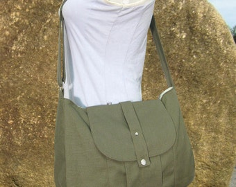 Olive green cotton canvas messenger bag / shoulder bag / everyday bag / diaper bag / cross body bag - 6 pockets