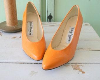 Vintage ORANGE LEATHER Heels. size 6 women...mad men. designer vintage. heels. pumps. shoes. bright. orange. evan picone. fine leather. mod