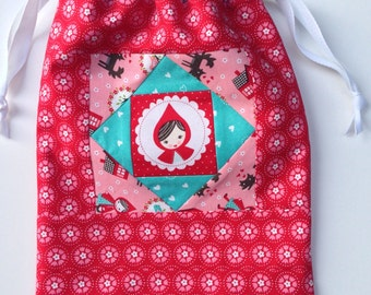 Patchwork drawstring bag - fabric and reusable - Little Red Riding Hood - fully lined