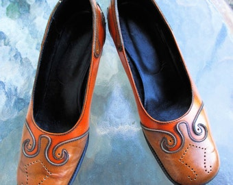 60's Vintage Hippie Mod Italian Leather Swirl Two Tone Pumps 6