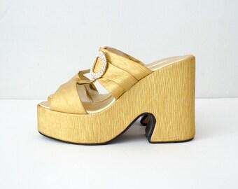 1970s vintage shoes / gold lamé mega platforms / size 8