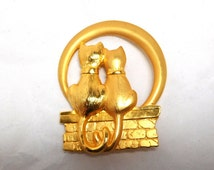 Vintage 2 Cats & the Moon JJ Brooch Modern Gold tone Cat Lover Fun  Sale