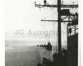 World War Ii - Vintage Publication 8x10 Photograph - Convoy Entering Tokyo Bay