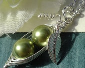 Two Peas In A Pod,Green Peas In A Pod Necklace,Choose Your Color Pearl,Pea Pod Jewelry,Best Friend Necklace