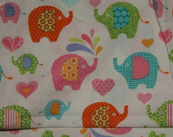 Multicolored Elephant Crib/Toddler Bed Fitted Sheet with Hearts