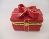 Valentine Red/Gold Accent Porcelain Keepsake/Trinket/Ring/Pill  Jewelry Gift Box