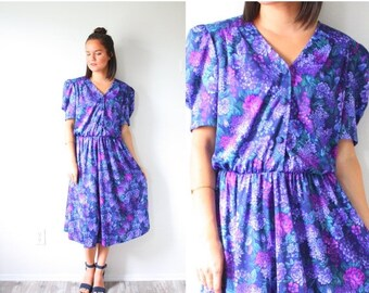 30% OFF out of town SALE Vintage purple floral short sleeve garden dress // modest summer dress // Medium small purple dress // fall summer
