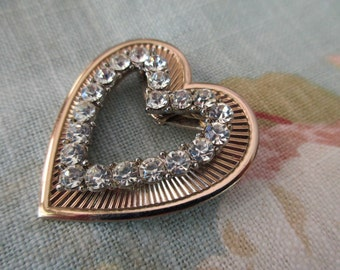 vintage rhinestone heart brooch - gold, goldtone, prone set