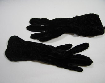 Black Velvet Gloves // Ladies Size 7