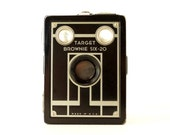 Vintage Kodak Target Brownie Six-20 Camera (c.1940s) - Art Deco Home Decor, Collectible Camera Display