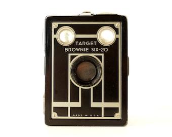 Vintage Kodak Target Brownie Six-20 Camera (c.1940s) - Art Deco Home Decor, Collectible Camera Display
