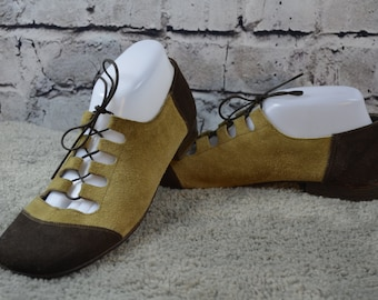 vintage 1960s oxfords / 60s 70s groovy suede oxfords / two tone