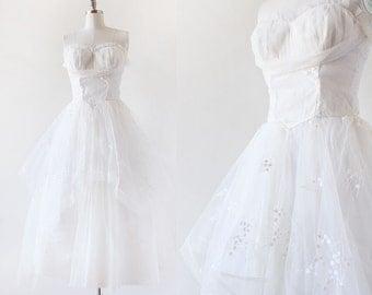 1950s Wedding Dress / 1950s Bridal / Vintage Bridal / Wedding dress / Lace Strapless Wedding Dress / 1950s Extra Small / Small / 26 Waist