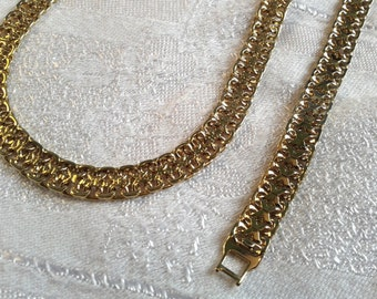 Vintage Napier Goldtone necklace and Bracelet Set. 90s