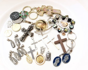 destash salvaged lot religious stuff assorted crosses keyrings and more for assemblage crafts 30 pieces lot R110