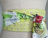 Garden inspired obi belt sash, yellow green obi sash, floral black white print obi, reversible obi, waist cincher, Spring flowers obi