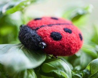 Needle Felted Ladybug Broosh / Mothers day gift / Gift for kids / Kids jewerly / Eco friendly jewerly