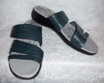 Vintage Ladies Dark Green Leather Sandals Slides by Bare Traps Size 9 1/2 Only 7 USD