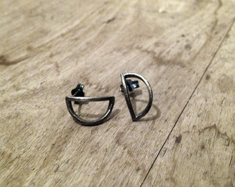 TYYNEYS Earrings Sterling silver, hand carved circle recycled silver