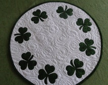 Shamrock quilt, St Patrick's Day, Circle of Shamrocks, Little quilt, Circle Quilt 0103-01