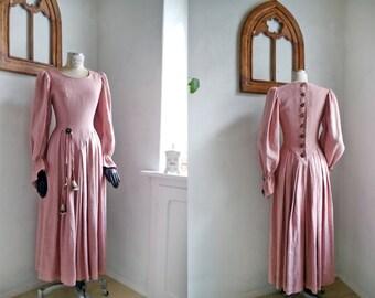 Trachten German folk Dress Rose pink Medieval Rennaissance gown Austrian folk dress Rustic Linen trumpet sleeves German traditional