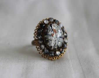 Lucite Embeded Cabochon Ring