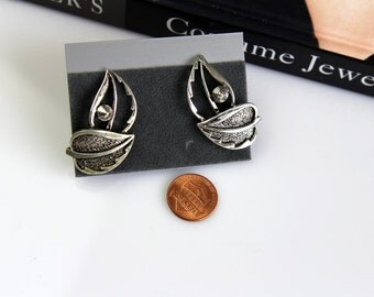 Sarah Coventry  LEAF Silvertone  Earrings Clip on # 584/1