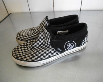 Vintage Etnies houndstooth skater shoe slip on loafer sneaker black and white hip hop grunge hipster: woman's 8.5