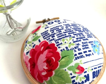 Embroidery Hoop Pincushion: Red Floral - Gifts for Mom. Needle Holder. Needle Minder. Sewing Accessory. Sewing Pin Holder