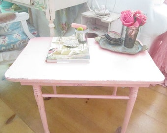 Vintage table table chippy pink  painted shabby chic prairie cottage chic