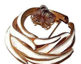 """KRAMER Brooch Pin Signed White Enamel Gold Metal Flower 2"""" Vintage"""