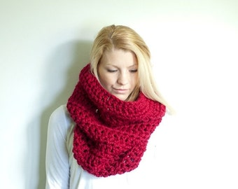 FLASH SALE the CHEROKEE cowl - chunky cowl scarf hood circle scarf - cranberry red - slightly ribbed