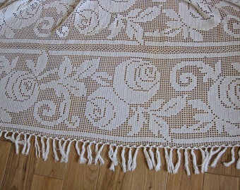 art deco crochet bedcover with rose motifs and fringing